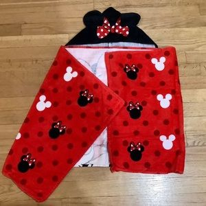 Toddler-size hooded Minnie Mouse towel
